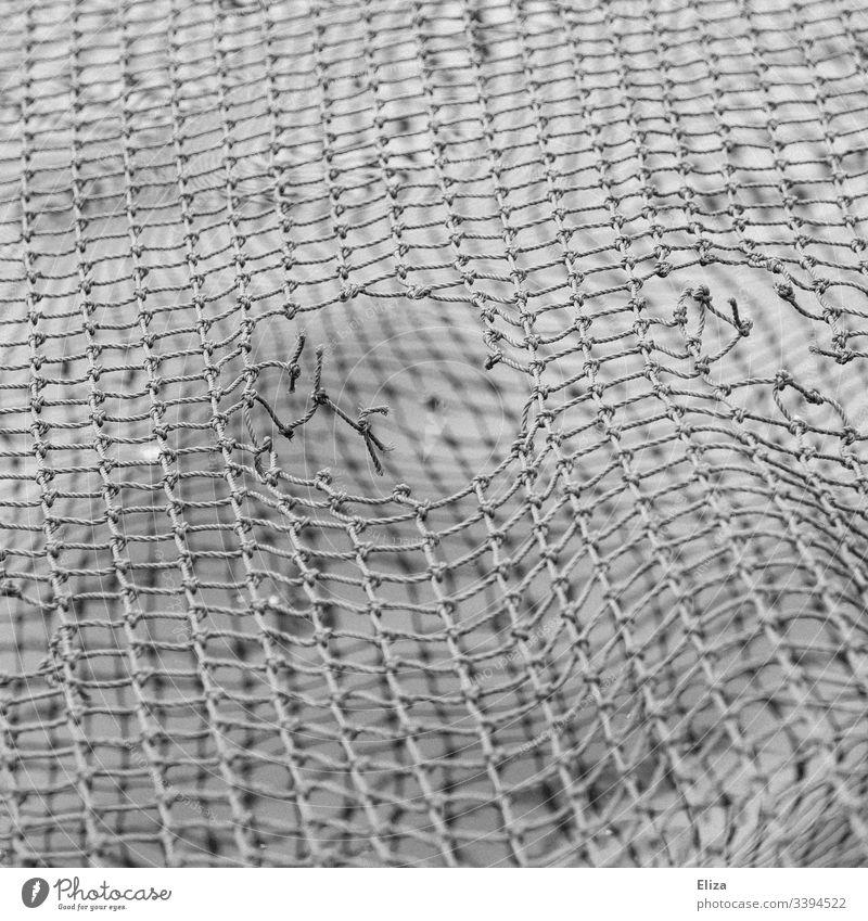 Löchriges Netz Loch löchrig kaputt unsicher alt Unsicherheit nicht sicher Muster Netzwerk gerissen Sicherheitsnetz Riss