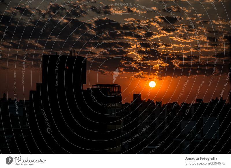 Sonnenuntergang mit starker orangefarbener Farbe schön Landschaft reisen Tourist Tourismus sich[Akk] entspannen jung Himmel Urlaub golden Brandung im Freien