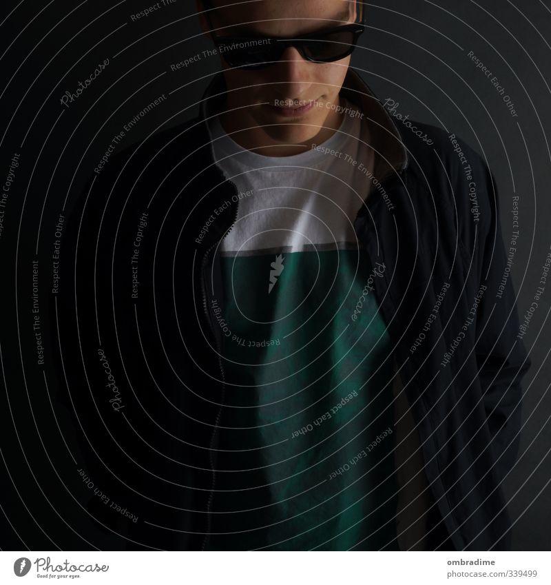 COMEBACK Mensch maskulin Junger Mann Jugendliche Erwachsene Leben Kopf 1 18-30 Jahre Mode T-Shirt Jacke Sonnenbrille einzigartig trist Stadt Gefühle Stimmung