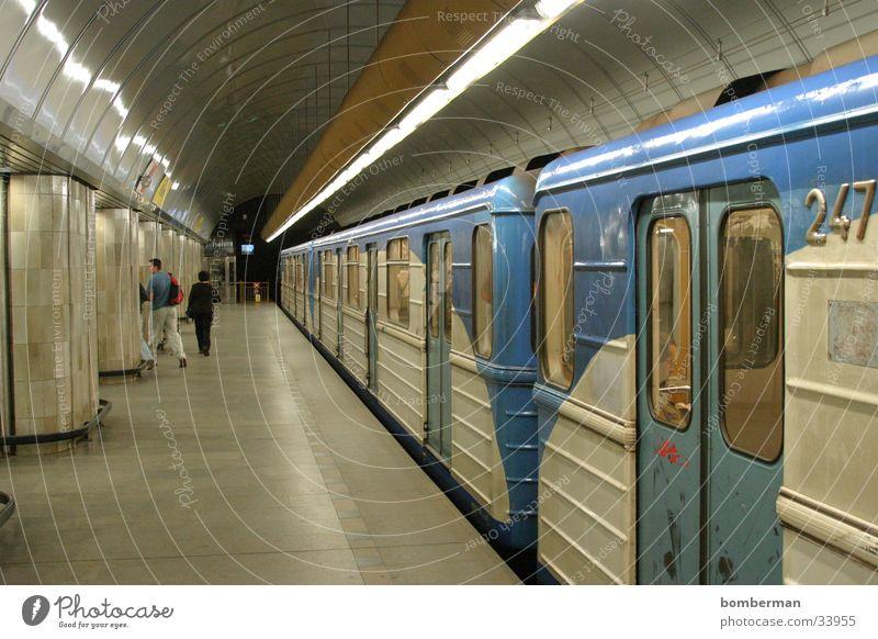 Metro 4 U-Bahn Verkehr