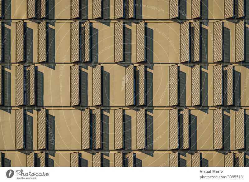 Moderne Gebäudefassade voller Fensterläden Stadtfassade Architektur Struktur Fassade urban keine Menschen eklektisch abstrakter Hintergrund Gebäudeplanung