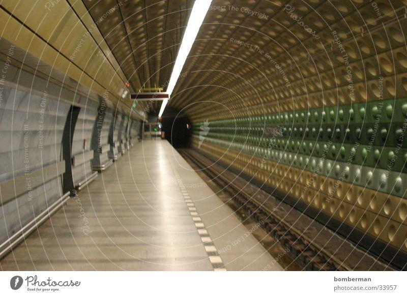 Metro 2 U-Bahn Verkehr