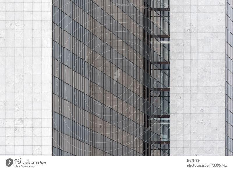 abstrakte Fassadenansicht Hochhaus Bankgebäude Fenster Gebäude ästhetisch Symmetrie Surrealismus Licht stagnierend rein Kapitalwirtschaft Ordnung hoch modern