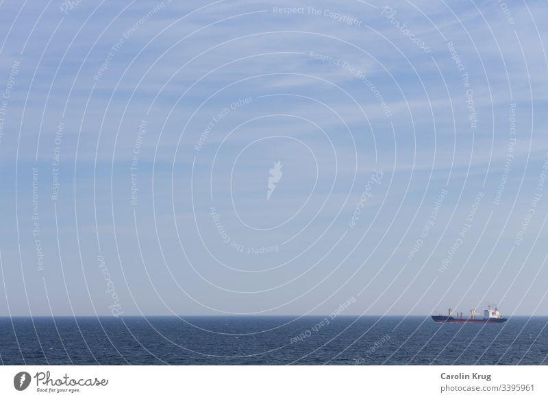 Containerschiffe - Giganten in unserem Häfen und Winzlinge auf dem Meer. Unsere Bewertung von Größe ist abhängig von unseren eigenen Vergleichen Handel Logistik