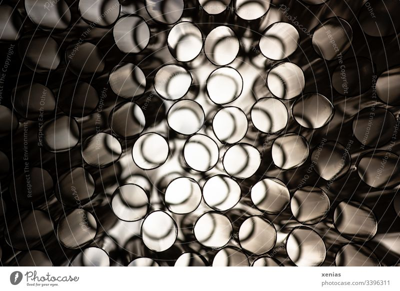 Blick durch Trinkhalme Hell Licht Strukturen & Formen Schatten Detailaufnahme abstrakt macro shot rund Muster Röhren Rohre Kontrast dunkel xenias