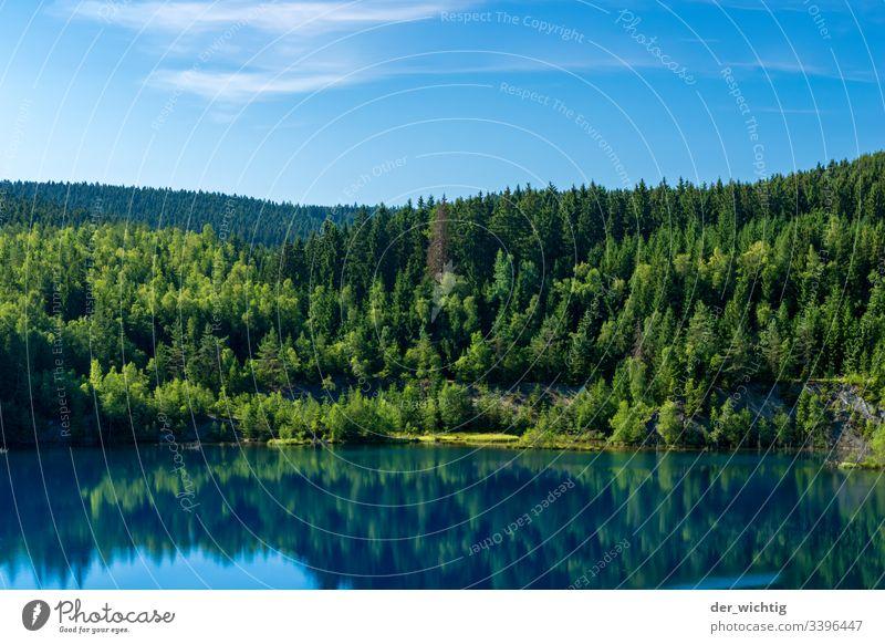 Bergsee 2 See Wasser ruhig Erholung Himmel Ferien & Urlaub & Reisen Sommer blau Natur Außenaufnahme Farbfoto Wald Landschaft Menschenleer Idylle Schönes Wetter