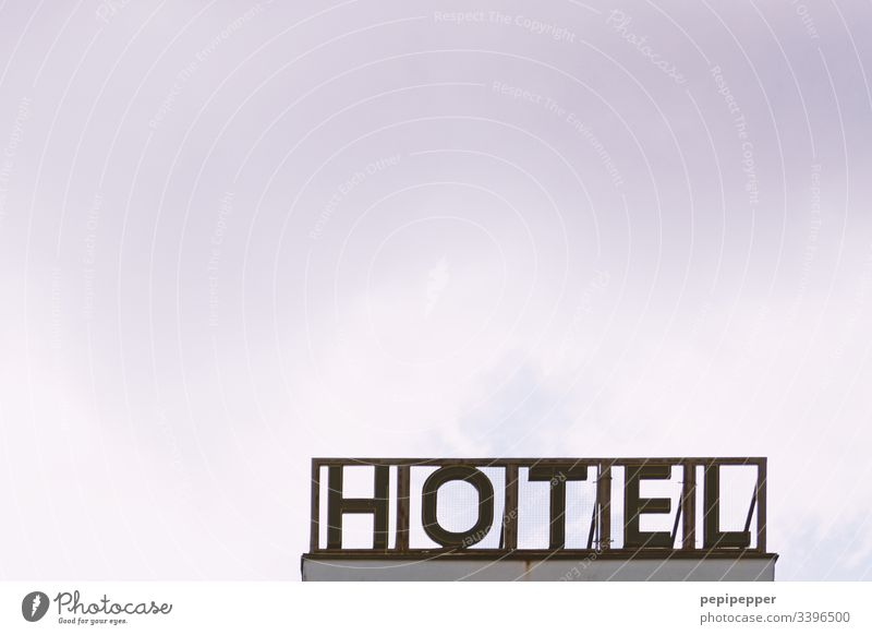 HOTEL-Schild Hotel Typographie Ferien & Urlaub & Reisen Erholung Buchstaben Menschenleer Himmel Leuchtreklame Schriftzeichen Schilder & Markierungen
