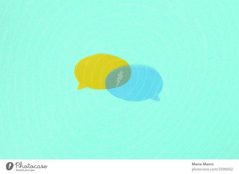 Dialog | Zwei Sprechblasen aus transparentem Papier überschneiden sich Kommunikation Mitteilung sprechen diskutieren Blase Zeichen abstrakt Silhouette