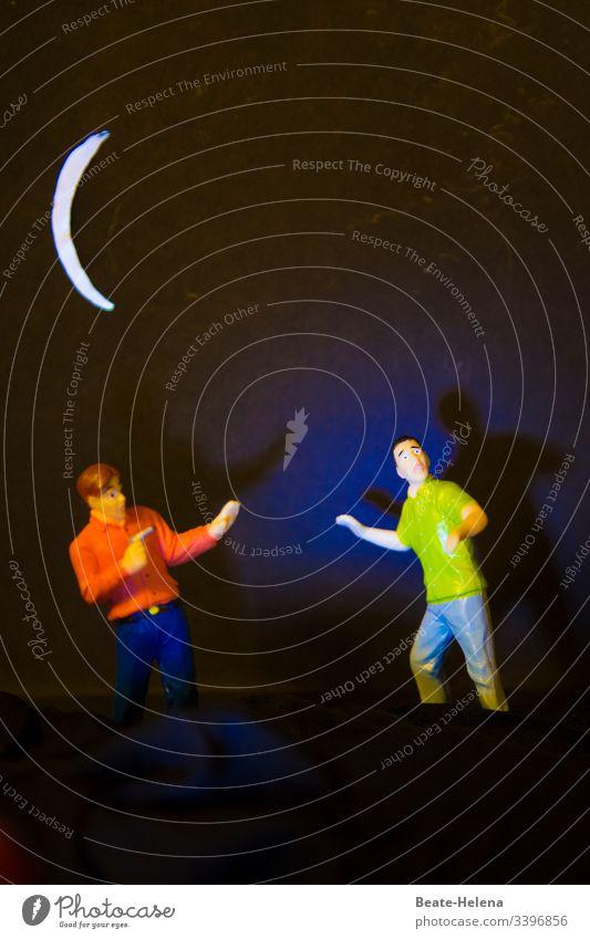 Objekt-Challenge | Nächtlicher Überfall zweier Männer in Mondnacht Nacht dunkelheit Mondschein Sichelmond Schatten Licht Männersache Täter Opfer Pistole