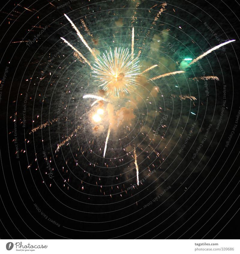 PENG Farbe Freude dunkel Farbstoff Feste & Feiern Fröhlichkeit Feuer Hamburg Silvester u. Neujahr Veranstaltung Feuerwerk Nachthimmel Explosion Knall zünden