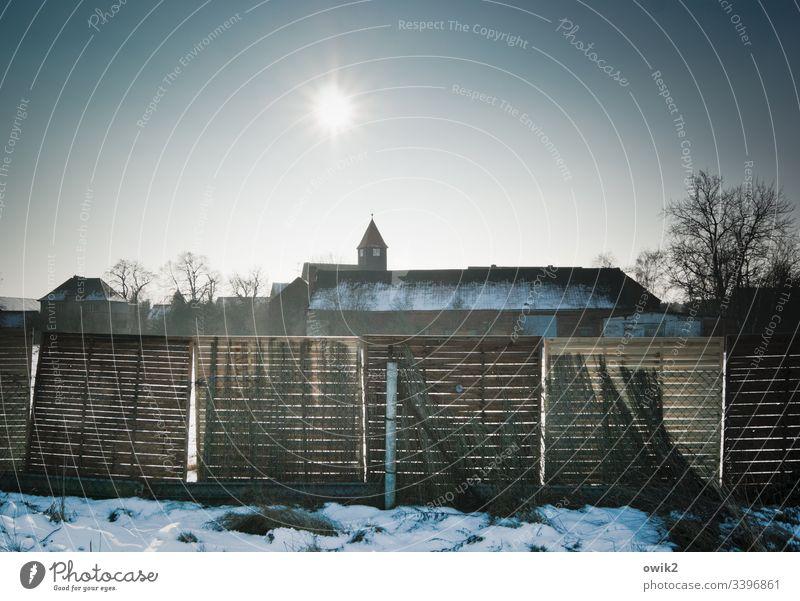 Blönsdorf, Fläming Kirche Silhouette Dorf Landkreis Teltow-Fläming Brandenburg Kirchturmspitze Himmel wolkenloser Himmel Sonne Sonnenlicht Gegenlicht Winter