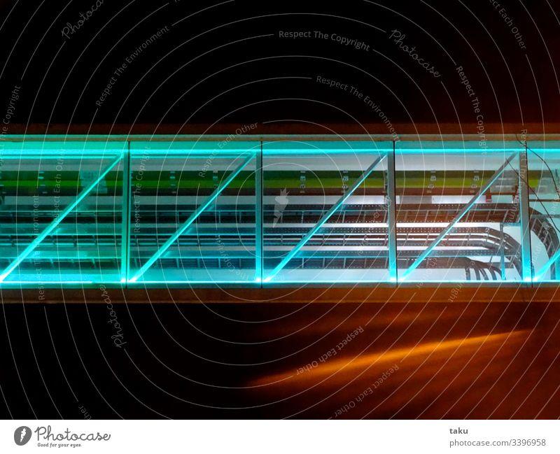 Gasleitung einer Fabrik fabrik Beleuchtung Leitungen Elektrizität Fabrikhalle Röhren Neonlicht Neonlampe