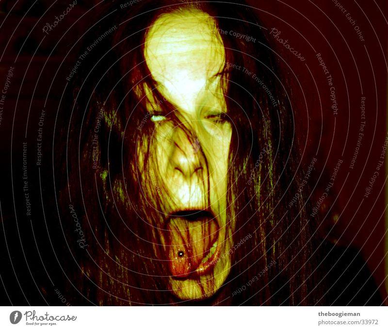 tanjathering Frau Angst gruselig Geister u. Gespenster