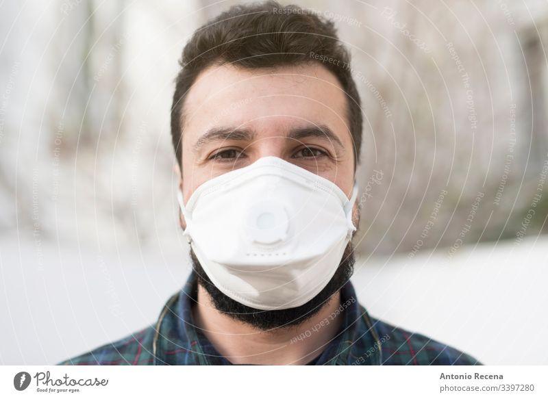 Mann mit Maske im Freien Ansteckung ansteckend eine Person Krankheit Seuche Gesichtsmaske arabisch nahöstlich mers Coronavirus medizinische Maske Population