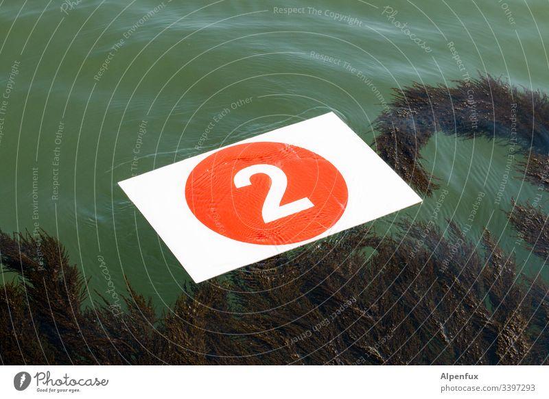 mit dem zweiten schwimmt man besser Zahl Ziffern & Zahlen Menschenleer Meer zählen Schilder & Markierungen Schwimmen & Baden Farbfoto Außenaufnahme Zeichen Tag