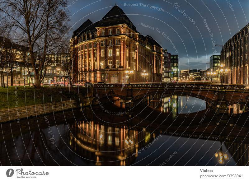 Hamburg, Nacht, Lichter, Langzeitbelichtung Stadthausbrücke Brücke Büro Fleet Dunkel Spiegelung Architektur