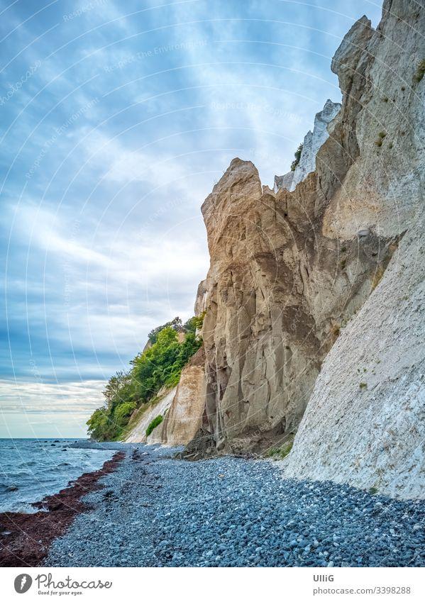 Möns Klint, die Kreidefelsen von Mön, Dänemark. Moens Klint Insel Moen Kalkfelsen Küste Steilküste Ufer Meer Strand Natur Landschaft See Ozean atmosphärisch
