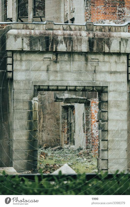 Korridore und gefallenes Denkmal urban Architektur Gebäude Außenaufnahme Menschenleer Großstadt