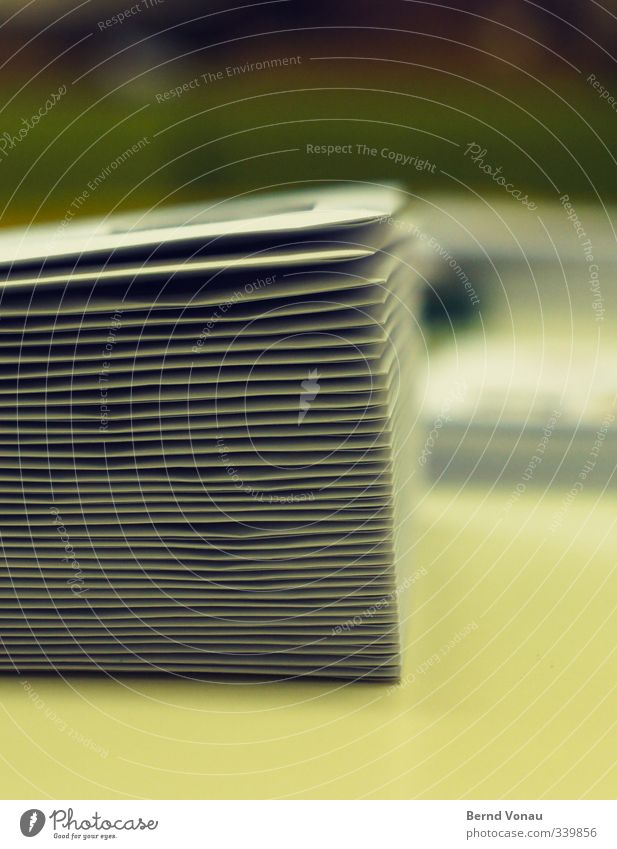 Postausgang Büroarbeit Versand Papier Brief Briefumschlag Arbeit & Erwerbstätigkeit schreiben Sauberkeit gelb weiß fleißig Ordnungsliebe Business Kommunizieren