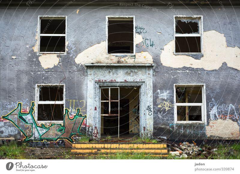kommt doch rein! alt Haus Fenster Graffiti Wand Mauer Architektur Gebäude grau Stil Garten Wohnung Fassade Tür Beton Bauwerk