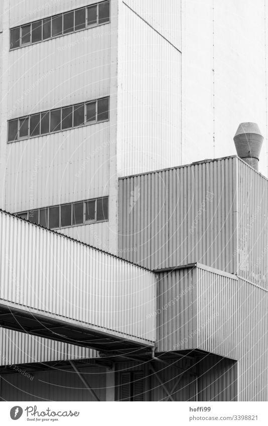 Industriefassade eines Kohlekraftwerk Notausgang Wendeltreppe Fassade Stahl Industrieanlage Lagerhalle Rohranlage Abluftklappe Abluftöffnung Abluftrohre