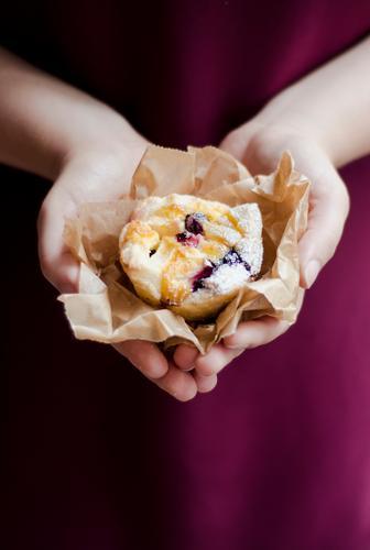 Homemade Mensch Jugendliche schön Hand Junge Frau feminin Lebensmittel Ernährung Foodfotografie süß Kochen & Garen & Backen lecker Süßwaren Kuchen Backwaren