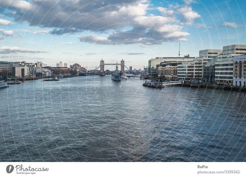 Blick über die Themse. Fluss Skyline London Brücke Stadt Zentrum Stadtzentrum river Hochhaus Reflektion Technik Architektur Stimmung Hafen Fassade Bürokomplex