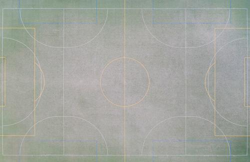 ein Fußballfeld von oben Fußballfeldtor Fußballtor Linien Sport Sportplatz grün kleiner Fußballplatz Gras Sonne Schatten