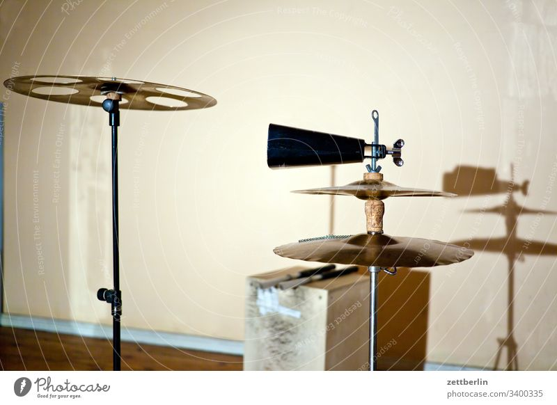 Perkussion Schlagzeug cajon folk folklore hausmusik holz instrumentenbau musikinstrument pandeiro percussion perkussion rhythmus shaker shekere südamerika