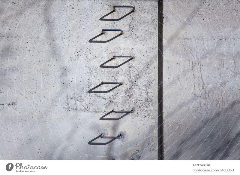 Steigeisen außen berlin charlottenburg frühjahr frühling hauptstadt mitte städtereise tiergarten urban steigeisen treppe stufe niveau mauer wand beton licht