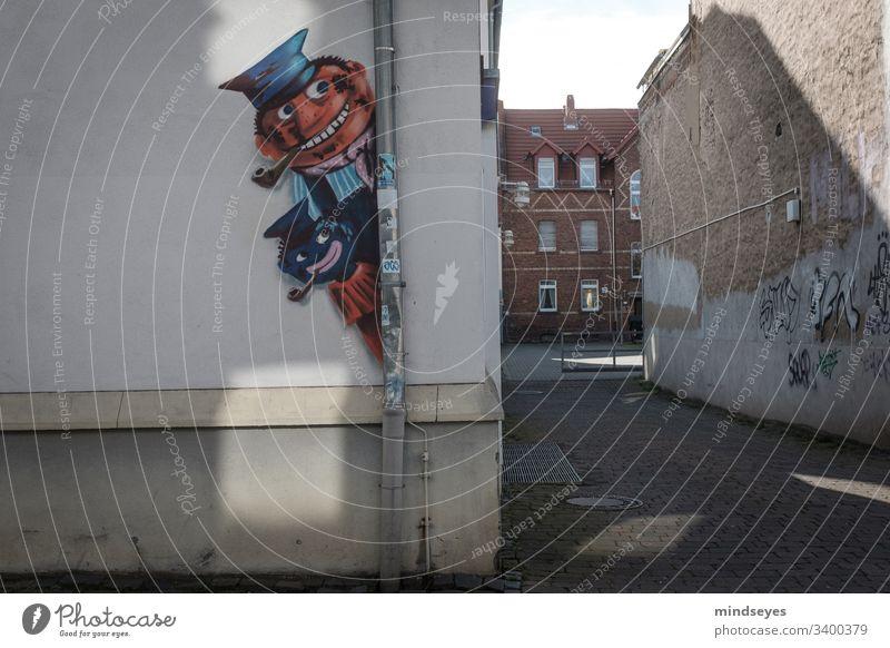Street Art mit Lukas und Jim streetart lukas jim knopf Hinterhof grafitti wallart Wand Graffiti Kunst Mauer Außenaufnahme Straßenkunst Kultur Zeichen