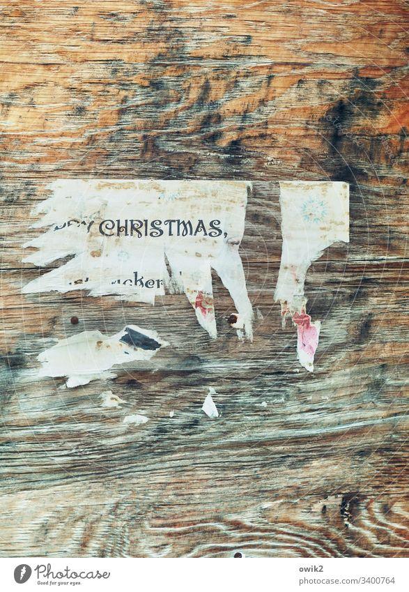 Nach der Party Holz Wand Papier Fetzen Reste Plakat Überbleibsel Einladung Weihnachtsfeier Christmas denglisch hip cool Holzmaserung Zahn der Zeit Buchstaben