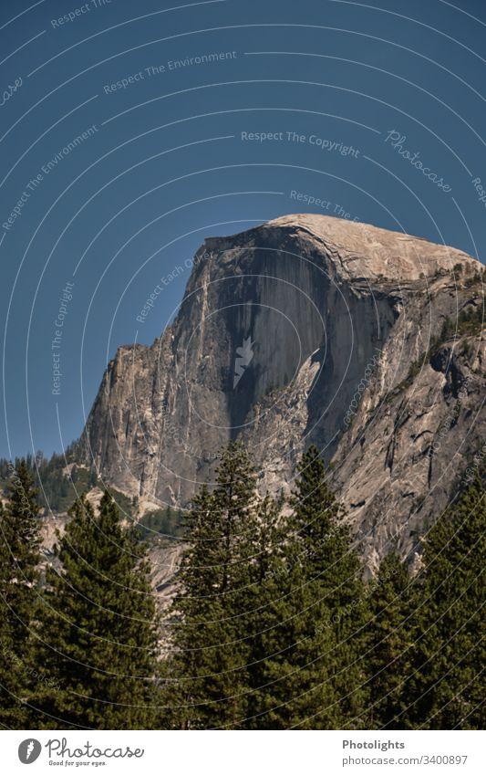 Yosemite Nationalpark - Half Dome Kontrast Licht Menschenleer Außenaufnahme Farbfoto Yosemite Valley Kalifornien Amerika USA Abenteuer Sierra Nevada