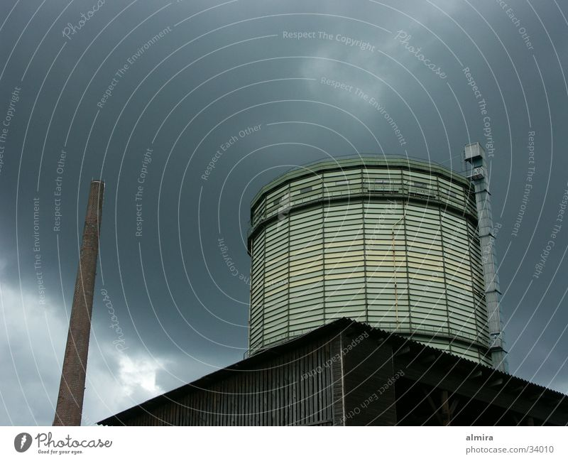 Gasometer Himmel Wolken Traurigkeit Industrie Zukunft Gastronomie Sturm Gewitter Ruhrgebiet Standort Nordrhein-Westfalen