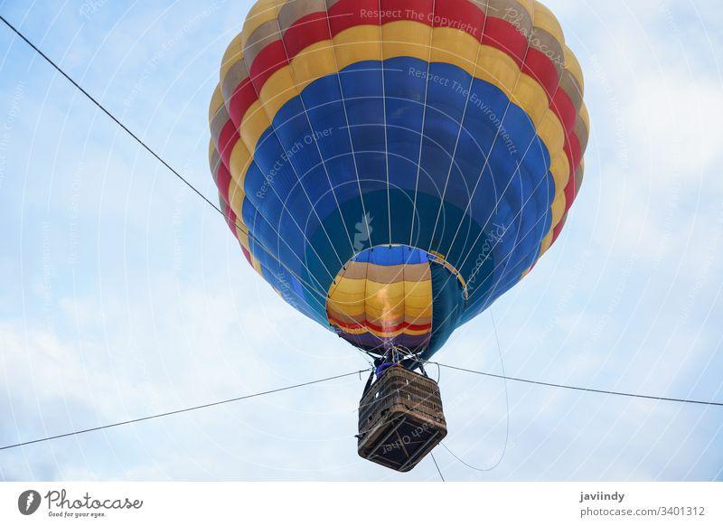 Fesselballon beim Aeroestacion-Festival in Guadix Luftballon Air heiß guadix Granada Stadtfest aeroestacion Flug Himmel Korb Fliege farbenfroh Seide Wolken