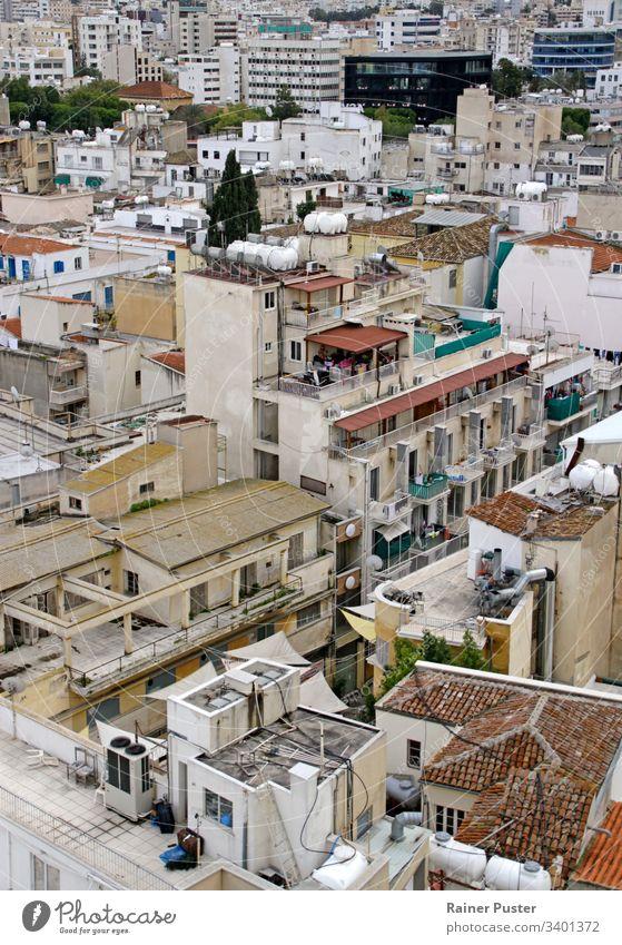 Blick über die Dächer und Skyline von Nicosia, Zypern Nikosia Dach Rooftop Häuser Hausdach mediterran Außenaufnahme menschenleer Stadt Tag Aussicht Farbfoto