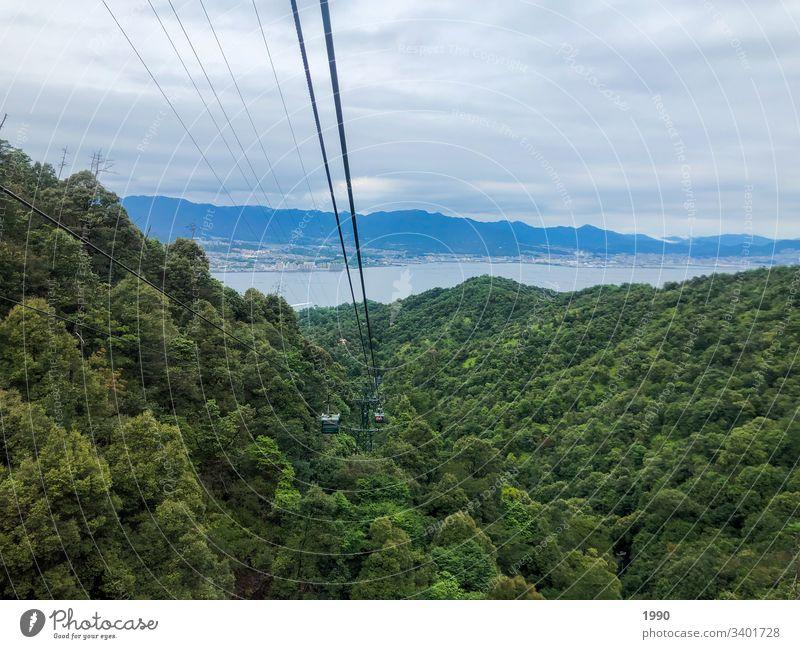 Mit der Seilbahn hinunterfahren Grenoble Natur Gondellift Berge u. Gebirge Drahtseil Himmel aufwärts abwärts Wolken