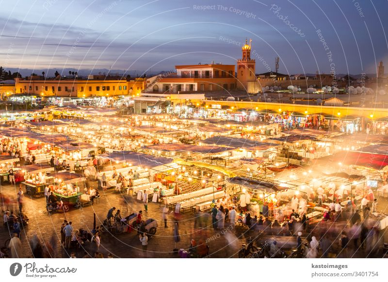 Jamaa el Fna Marktplatz im Sonnenuntergang, Marrakesch, Marokko, Nordafrika. marrakech Afrika jamaa fna Menge Afrikanisch jemaa Business reisen Tourismus