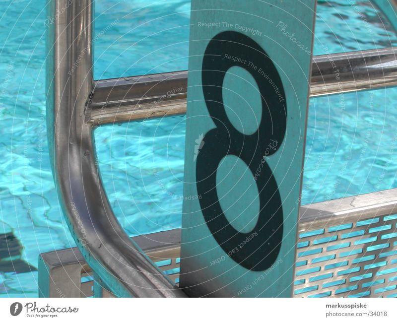 startblock no. 8 Schwimmbad Freibad Startblock Reflexion & Spiegelung Ziffern & Zahlen Wellen Sport Wassertropfen Sonne Metall Schwimmsport Schwimmen & Baden