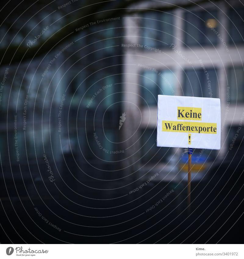 Verbotsangebot demonstration protest klimaschutz plakat hamburg hochhaus tageslicht mahnung Fridays for future fridaysforfuture ast kreativ sinnbild verderben