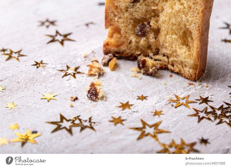 Ein Stück Panettone kuchen stern Weihnachten backen stück Rosinen Dessert Backwaren süß lecker geschmackvoll Kuchen hausgemacht selbstgemacht advent