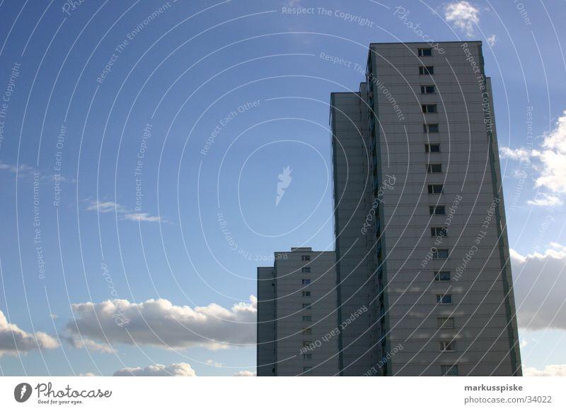 Hochhaus Himmel Sonne Wolken Fenster Beleuchtung Architektur Beton Mitte Balkon Plattenbau Nachbar