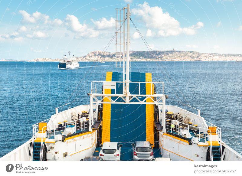 Fährschiff zwischen Palau und der Stadt La Maddalena, Sardinien, Italien. Fähre Boot MEER Gefäße Himmel Sommer Transport Verkehr reisen Urlaub Wasser Kreuzfahrt