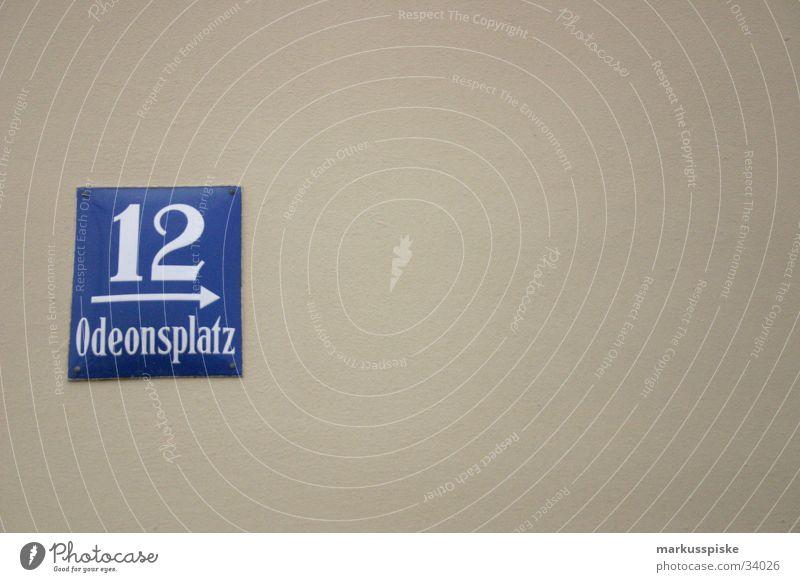 Odeonsplatz 12 Haus Straße Fassade Schilder & Markierungen Suche Hinweisschild Ziffern & Zahlen München Wegweiser finden Orientierung Altbau Hausnummer
