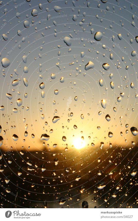 Regentropfen am Fenster Sonnenuntergang Sturm Wassertropfen Himmel