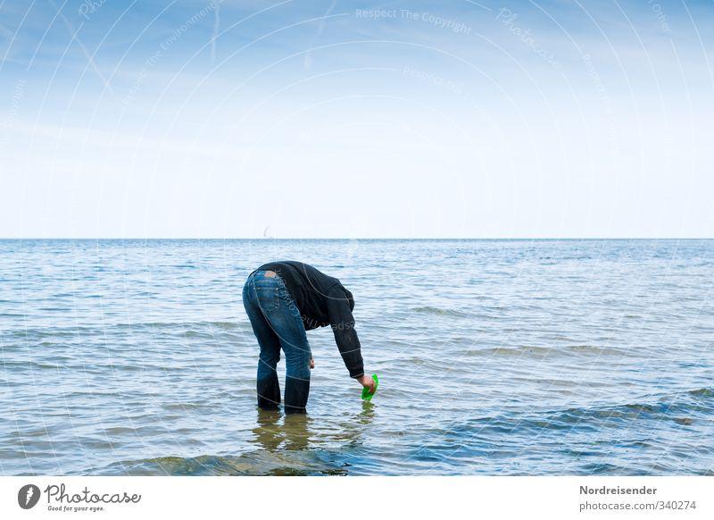 Das Kind im Mann.... Mensch Himmel Mann Ferien & Urlaub & Reisen blau Wasser weiß Sommer Meer Einsamkeit Erholung ruhig Erwachsene Ferne Spielen Freiheit