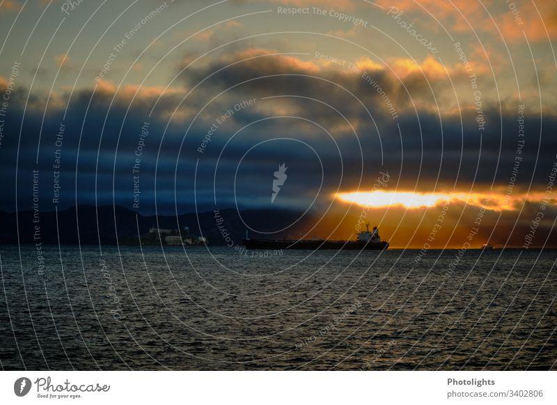 Tanker - Pazifik - Alcatraz Menschenleer Außenaufnahme Farbfoto Einsamkeit Desaster Angst gruselig bedrohlich Containerschiff Öltanker Schifffahrt Meer Umwelt