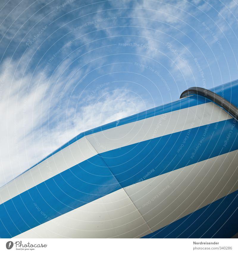 Blau - Weiß Himmel blau weiß Wolken Linie Metall Arbeit & Erwerbstätigkeit Perspektive Beton ästhetisch Streifen Baustelle Güterverkehr & Logistik Maschine