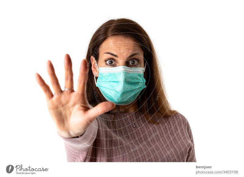 verängstigte Frau mit einer medizinischen Maske allergisch Coronavirus Maske frau maske gesicht grippe epidemie gesundheit coronavirus schutz infektion