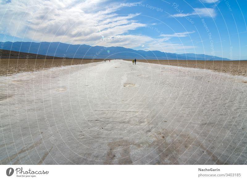 Erstaunlicher Badwater-Salzsee im Death Valley National Park, Kalifornien, Usa Tal Tod badwater national wüst Becken USA Landschaft trocknen Natur amerika heiß
